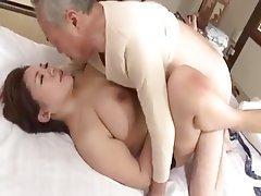 Büyük göğüsler, Japonya, Eski ve genç